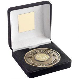 BLK VELVET BOX AND 70mm UMPIRE MEDALLION WITH NETBALL INSERT – ANT GOLD – 4in